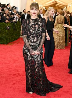 Amanda Peet wears an embroidered Marc Jacobs gown to the 2014 Met Gala