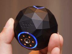 フロンティアファクトリーは、米360flyの360度撮影対応アクションカメラ「360fly」シリーズを12月9日に発売する。上部にレンズを搭載し、水平方向に360度の撮影が可能。価格は4K対応の「360fly 4K」が59,400円(税込)、HD対応「360fly HD」が37,800円(税込)。