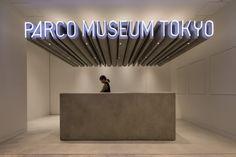 » PARCO MUSEUM TOKYO Wayfinding Signage, Signage Design, Facade Design, Shop Signage, Lobby Interior, Cafe Interior, Modern Cafe, Hall Design, Environmental Graphics