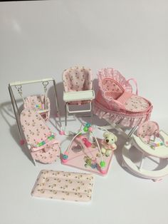 Hobbies To Relieve Stress Barbie Doll Accessories, Dollhouse Accessories, Diy Barbie Furniture, Baby Furniture, Baby Barbie, Barbie Dolls, Diy Dollhouse, Dollhouse Miniatures, Tiny Dolls