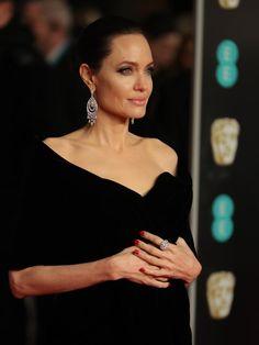 Jakarta  Angelina Jolie  tak hanya sukses menjadi bintang di sejumlah film. Iajuga menjelma menjadi ikon kecantikan. Parasnya yang ...
