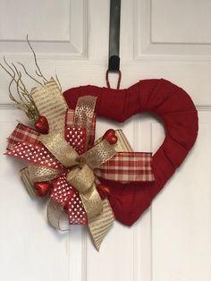 Diy Valentines Day Wreath, Fun Valentines Day Ideas, Valentines Hearts, Valentine Day Love, Valentines Day Decorations, Valentine Day Crafts, Christmas Crafts For Kids, Wreath Crafts, Diy Wreath