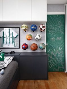 35 Coolest Soccer Themed Bedroom Ideas For Boys Boys Football Bedroom, Football Rooms, Football Parties, Alabama Football, American Football, College Football, Boys Bedroom Decor, Bedroom Themes, Bedroom Ideas