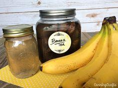 Banana Peel Fertilizers for the Garden – CanningCrafts Aphids On Plants, Fertilizer For Plants, Organic Fertilizer, Garden Fertilizers, Organic Pesticides, Planting Vegetables, Organic Vegetables, Growing Vegetables, Banana Water