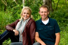 growing up twins, senior portrait of twins, wisconsin outdoor senior pictures.