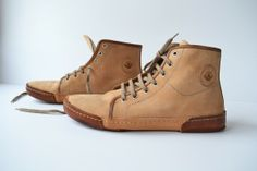 Sneakers Boots Totally handmade in Curried Leather Vegetable tanned. These Sneakers are comfortable and light, the vegetable tanned leather allows the normal transpiration of the foot and prevents the formation of unpleasant smells.