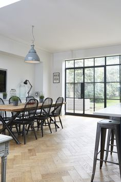 modern windsor chairs with pedestal adjustable height bar stools dining room contemporary and glass door Style At Home, Crittal Doors, Crittall Windows, New Cabinet Doors, Kitchen Diner Extension, Dining Room Windows, Open Plan Living, Small Living, Dining Room Design