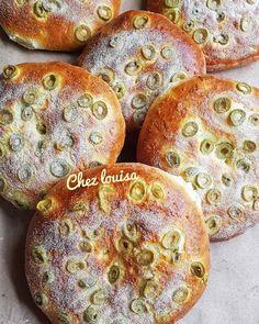 Pains au olives خبيزات بالزيتون
