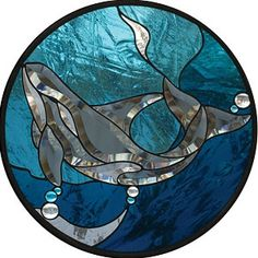 Free Killer Whale Bevel Panel Pattern - GST Publications has given Delphi special permission to share some of their most popular patterns for FREE GST Stained Glass Projects, Stained Glass Patterns, Stained Glass Art, Stained Glass Windows, Mosaic Glass, Fused Glass, Whale Art, Window Hanging, Killer Whales