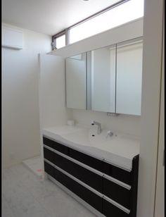マイホーム 洗面所窓4 | ハッピー子育てブログ I Respect You, Marble Top, School Fun, Double Vanity, Old Things, House Design, In This Moment, Mirror, Bathroom