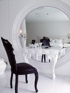 O P&B também é uma ótima tendência para decorar a casa. O contraste causado pelos tons gera um ar harmônico e requintato!
