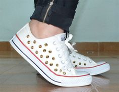 Customize seu tênis All Star Converse usando os spikes. Inspire-se nessas customizações.