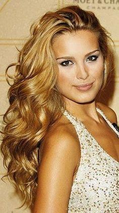 Big Curls...love her hair!!! WAHHH i wish i had long hair!