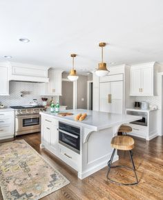 10 Harmonious Tips AND Tricks: U Shaped Kitchen Remodel Countertops kitchen remodel wall removal upper cabinets.Kitchen Remodel Checklist Spaces farmhouse kitchen remodel before and after. U Shaped Kitchen Cabinets, Custom Kitchen Cabinets, Kitchen Cabinet Design, Modern Kitchen Design, Interior Design Kitchen, Oak Cabinets, Gloss Kitchen, Layout Design, Küchen Design