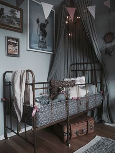 Let's walk in the woods … Looking for a theme to decorate your child's room? Baby Bedroom, Nursery Room, Girls Bedroom, Bedroom Decor, Dark Nursery, Pink Room, Of Wallpaper, My New Room, Beautiful Bedrooms