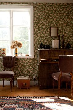 Fine Little Day, floral wallpaper, writing desk, flowers, rug Scandinavian Home Interiors, Of Wallpaper, Country Decor, Country Chic, Cheap Home Decor, Home Interior Design, Interior Paint, Home And Living, Interior Inspiration