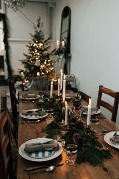 Rustic and Cozy Holiday Tabletop