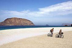 Es la octava del archipiélago canario y un paraíso para las bicis Tenerife, Spanish Islands, Island Design, Beach Bars, Canario, Canary Islands, Island Beach, Best Hotels, Places To Go