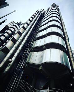 Me and my #princess @misscherrybomb_1 visited the #lloyds #building in #London #lloydsbuilding #lloydsoflondon #towerhill #liverpoolstreet #bank #aldgate #architecture #architectureofinstagram #landscape #londonbuildings #famousbuildingslondon #epiclondon #finance #limestreet by alkalinetrigger
