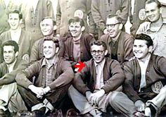 A very young James Dean (front row, in glasses) with his classmates. James Dean Glasses, Old Hollywood Actors, James Dean Photos, Grapes Of Wrath, Jimmy Dean, East Of Eden, Bad Picture, American Idol, Old Photos