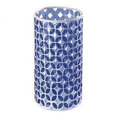 Vaso produzido em vidro em formato circular na cor azul. Composto por mosaico de figuras azuis semelhantes a folhas, o produto confere um design exclusivo, podendo ser aplicado nos mais diversos estilos decorativos.