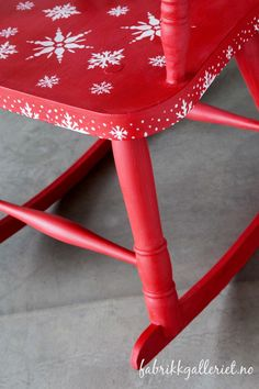 My favorite Christmas chair. Painted in Vitro chalk paints Valentine, with clear wax. Christmas Chair, Chalk Paint, Wax, Stool, My Favorite Things, Painting, Furniture, Home Decor, Decoration Home