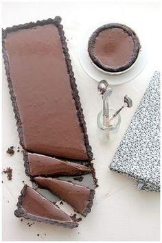 c ℎ o c o ℓ a t e - Caramel chocolate tart