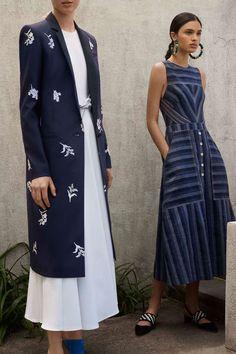 The complete Carolina Herrera Resort 2018 fashion show now on Vogue Runway. Fashion Mode, Fashion 2018, Look Fashion, Runway Fashion, High Fashion, Womens Fashion, Fashion Tips, Fashion Design, Fashion Trends