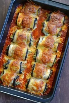 Skinny Eggplant Rollatini Sliced Eggplants Stuffed With Italian Cheese And Spinach, Then Rolled Up And Baked Until Tender With Loads Of Ooey-Gooey Melted Cheese On Top. These Guilt-Free Skinny Eggplant Rollatini Are Scrumptious, Gluten Free And Low Carb Baked Eggplant, Eggplant Recipes, Recipes With Eggplant Healthy, Eggplant Pizzas, Eggplant Dishes, Easy Delicious Recipes, Yummy Food, Eggplant Rollatini Recipe, Low Carb Recipes