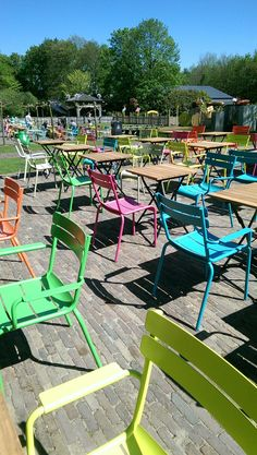 Gezellige tuinstoelen Music Shake, Backyard Chairs, Outdoor Furniture Sets, Outdoor Decor, Food Truck, Garden Plants, Four Square, Sun Lounger, Planting Flowers