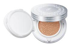 コーセーは、「ジルスチュアート ビューティ(JILLSTUART BEAUTY)」から9月1日、ブランド初でコーセー初となるクッションタイプのファンデーション「ジルスチュアート ピュアエッセンス クッションコンパクト」を発売する。化粧水・乳液・下地効果があり、洗顔後に塗るだけで、素肌そのものが美しくなったような明るく透