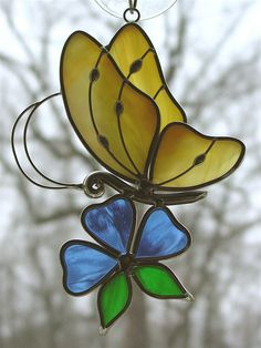 Green Stained Glass Filigree Butterfly Suncatcher w& Stained Glass Ornaments, Stained Glass Flowers, Stained Glass Suncatchers, Stained Glass Crafts, Stained Glass Designs, Stained Glass Patterns, Leaded Glass, Mosaic Glass, Cristal Art