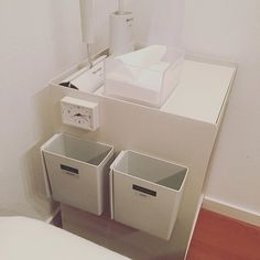 正解はこれでした。マグネットシートを貼って一つはゴミ箱。一つはメガネ置き。マグネット付きの時計もペタッと。寝るのが楽しい。 #ズボラ主婦#寝ながら快適生活#無印良品#小さなゴミ箱#一つはメガネおきとして#収納は自由自在#自分でカスタマイズ#整理収納アドバイザー#整理収納アカデミアマスター#親子の片づけマスターインストラクター#梶ヶ谷陽子#整理収納を楽しもう
