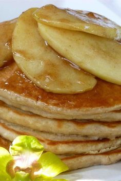 Serve with maple syrup or apple butter. Egg Recipes, Brunch Recipes, Great Recipes, Breakfast Recipes, Favorite Recipes, Kids Meals, Family Meals, Applesauce Pancakes, What's For Breakfast