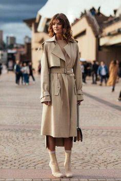 street look fashion week croisiere 2018 sidney street style 1 Trend Fashion, Fashion Week, Look Fashion, Fashion Outfits, Fashion Mode, Fast Fashion, Girl Outfits, Street Style Trends, Look Street Style