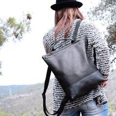 MOCHILA de CUERO MUJER color negro, mochila de piel vacuno, bolsa de viaje, mochila de cuero artesana, mochila de cuero mujer, Hecho a mano  MOCHILA