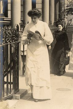 Maid reading the paper (on her way to work?). | 13 Photos Of London Street Style From 1905-1908