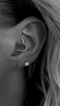Daith piercing I was supposed to get one a couple months ago, but not everything can go as planned. Heart Piercing, Daith Piercing, Tragus, Piercing Tattoo, I Tattoo, Cool Piercings, Piercing Ideas, Ear Peircings, Cute Tattoos