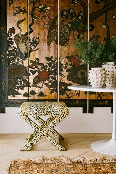 """Your how-to guide for decorating with animal print -- whether you're a """"more is more"""" layer-it-on person or looking for one or two statement accents. Interior Design Inspiration, Home Decor Inspiration, Maximalist Interior, Le Shop, Dream Decor, Decoration, Design Trends, Interior Decorating, House Design"""