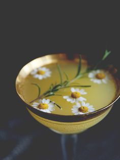 INGREDIENTS 1 ounce gin 1 ounce orange juice 1 tablespoon chamomile rosemary syrup 3 ounces prosecco DIRECTIONS In a champagne coup, combine the gin, orange juice, and syrup. Top with prosecco.