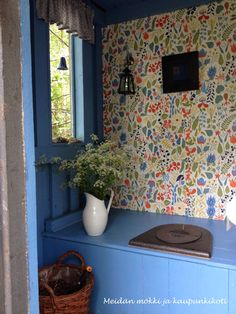 Outdoor toilet in summer cottage. Cottage Porch, Red Cottage, Cottage Style, Outside Toilet, Outdoor Toilet, Outhouse Bathroom, Tiny House Bathroom, Scandinavian Living, Scandinavian Interior
