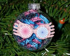 Harry Potter My husband loves Luna, so even though there is some pink and red, I would wholeheartedly allow this ornament. Deco Noel Harry Potter, Harry Potter Classroom, Theme Harry Potter, Harry Potter Bedroom, Harry Potter Birthday, Harry Potter Diy, Harry Potter Christmas Decorations, Harry Potter Ornaments, Harry Potter Christmas Tree