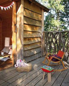 Una casita de madera en el árbol