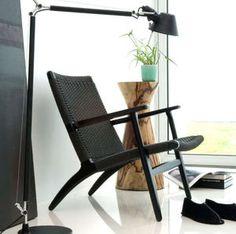 fauteuil design scandinave CH25 by Hans J. Wegner Carl Hansen & Son