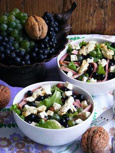 Szőlősaláta Sprouts, Vegetables, Food, Essen, Vegetable Recipes, Meals, Yemek, Veggies, Eten