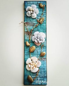 Another small pallet art picture. This one's for my mother in-law. She is a great artist/crafter. She does – BuzzTMZ Stone Crafts, Rock Crafts, Diy And Crafts, Caillou Roche, Wall Collage Decor, Pallet Art, Small Pallet, Rock Flowers, Rock Sculpture