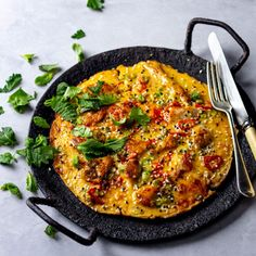 Here's what you should make with leftover fish! Local Seafood, Chilli Paste, Toasted Sesame Seeds, Non Stick Pan, Budget Meals, Paella, Pancakes, Spicy, Curry