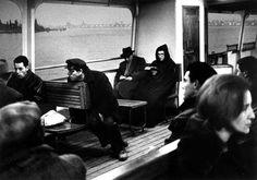 Gianni Berengo Gardin - In vaporetto - 1958 -- #ObiettivoLeggere - @Libriamo Tutti - http://www.libriamotutti.it/