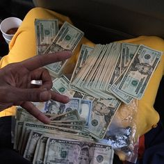 Money comes to me in avalanches by the trillions everyday in every way