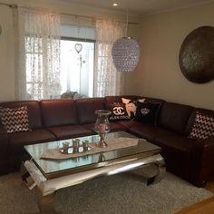 Flott hos @home_stil_love__ Med #vienna140 salongbord fra #classicliving  #stylish #interiør #interiordesign #classic #classicliving #design #decoration #instastyle #rom #magazine #mayhome